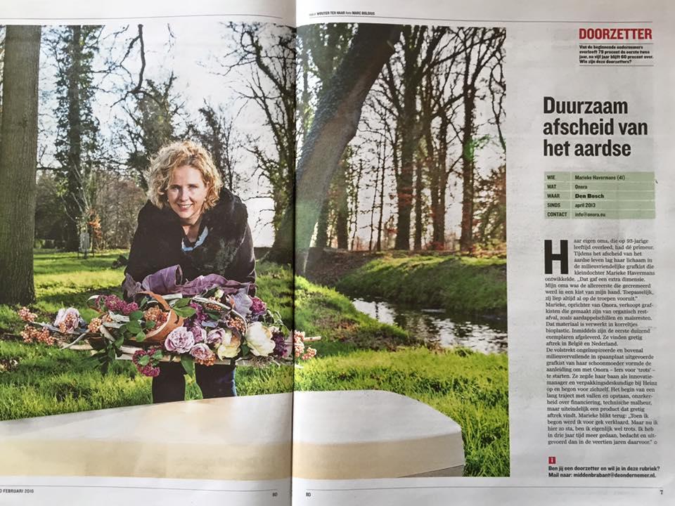 Marieke Havermans met ecologische doodskist in colum duurzetter, Brabants Dagblad