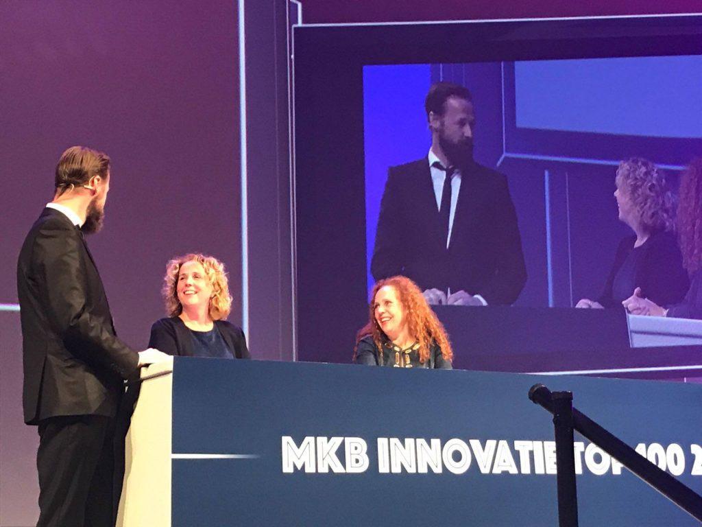 Marieke Havermans van Onora samen met Sabrina Franken van Yraden uitvaartzorg in het panel van de MKX Innovatie Top 100 over ecologische uitvaarten en de ecologische doodskist van Onora
